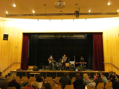Irish, Norwegian and Belgian musicians jam