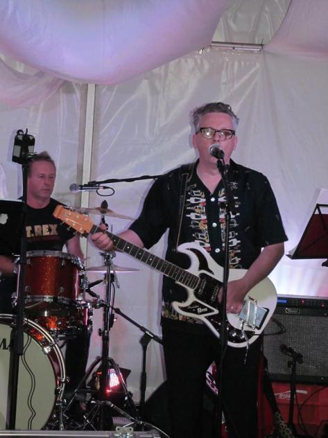 Pete Holidai and his Burns Hank Marvin guitar and drummer